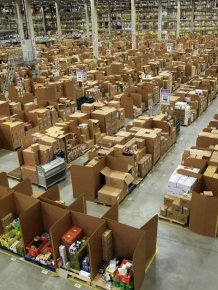 Amazon.com's Gigantic Warehouse (12 pics)