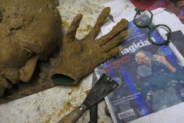 Steve Jobs Bronze Statue