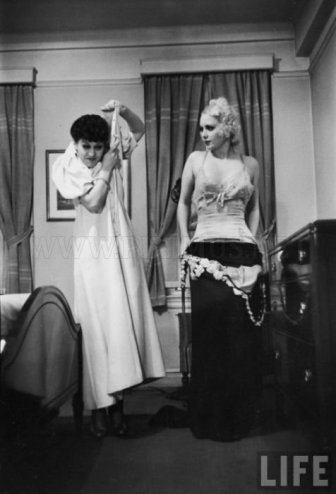 Striptease Lesson in 1937