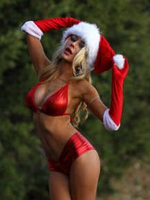 Sexy Courtney Stodden Is Santa's Favorite Present