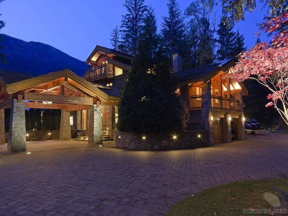 Luxury Ski Lodge in Canada