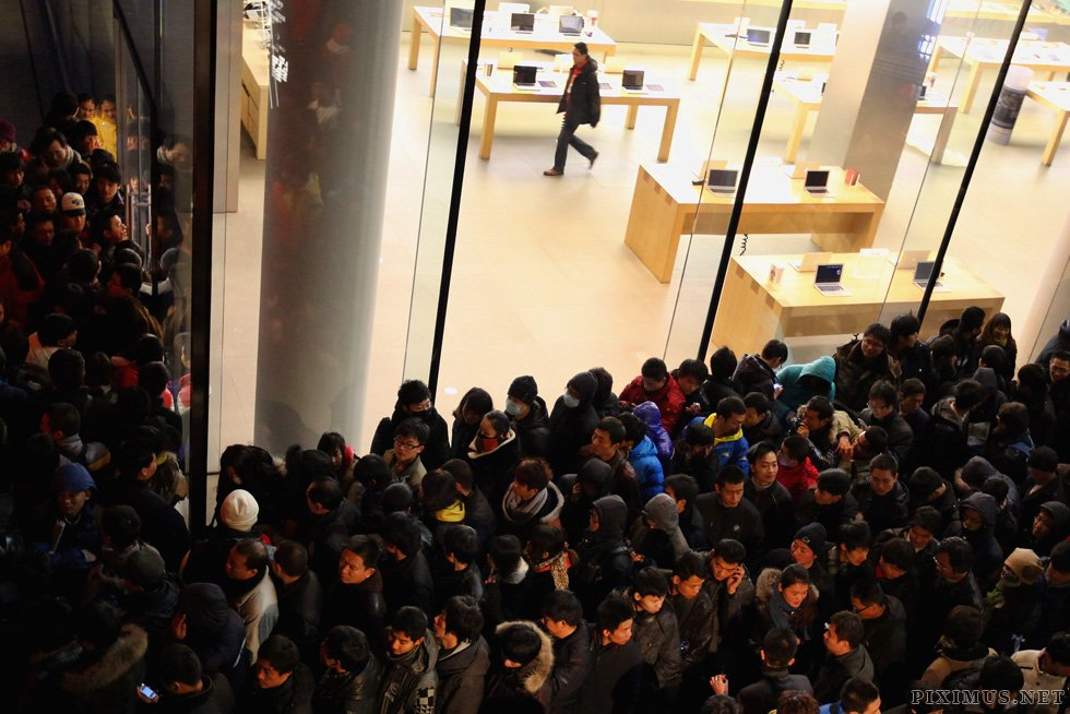 Beijing Apple store pelted with eggs