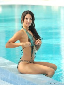 Leilani Dowding swimsuit photos
