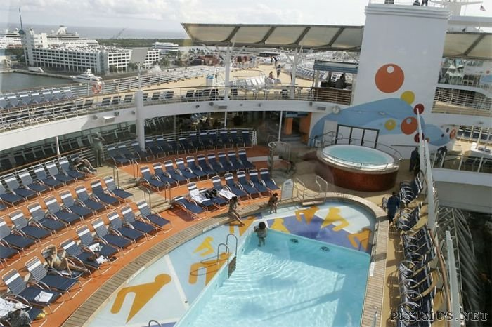 Oasis of the seas hook up