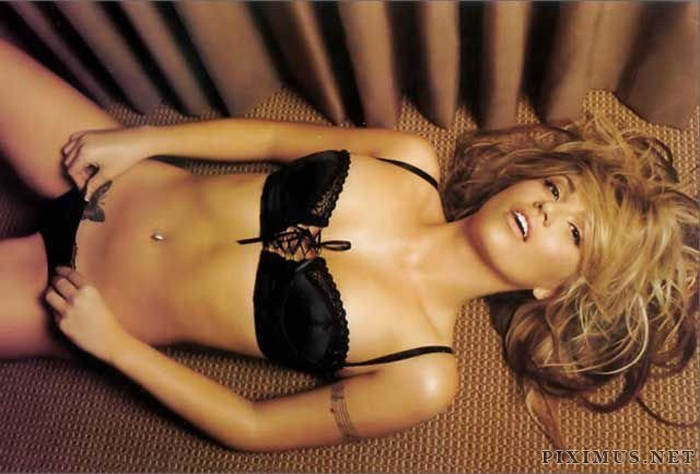 Blonde beauty Willa Ford