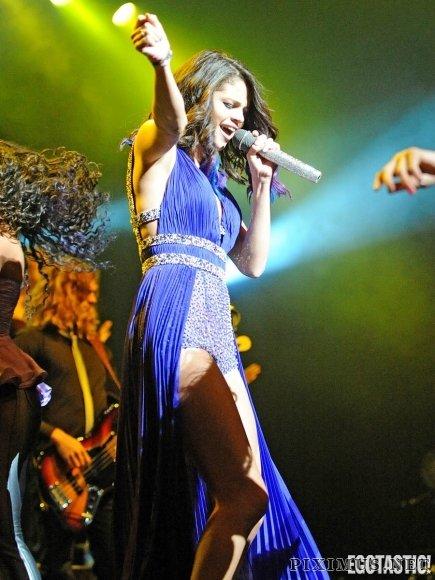 Selena Gomez En Fuego En Azul En Puerto Rico Concert Over Weekend