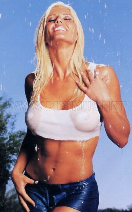 Girls in Tight Wet T-shirt