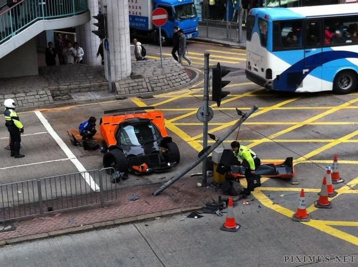 Pagani Zonda F Wrecked in Hong Kong