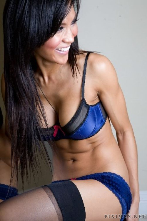 Hot chicks with abs