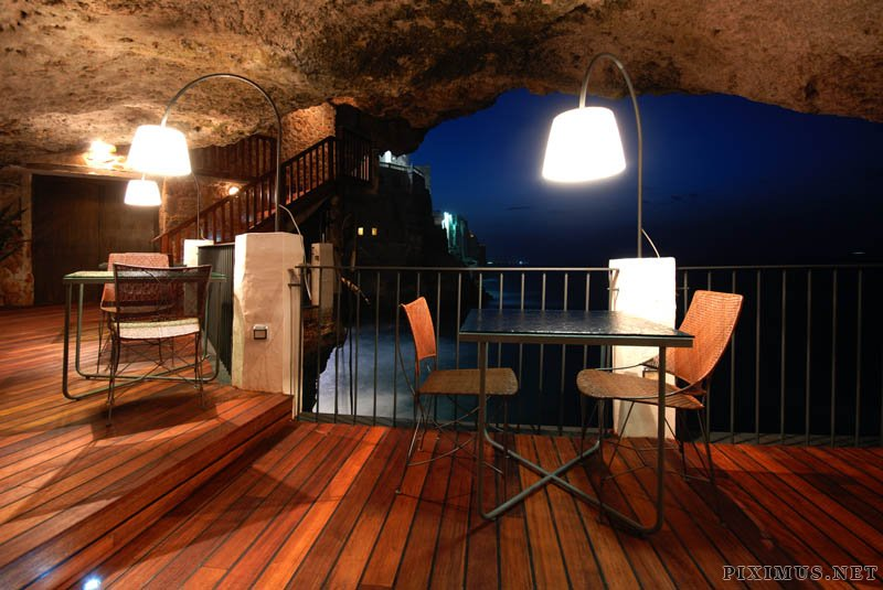 Grotta Palazzese - Restaurant in the rock
