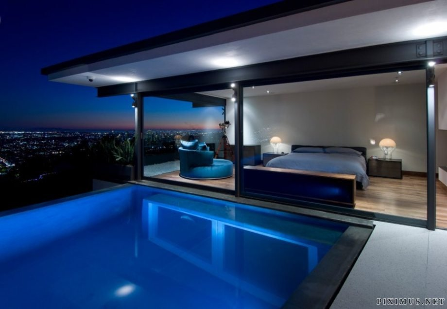 Hopen place in the Hollywood Hills