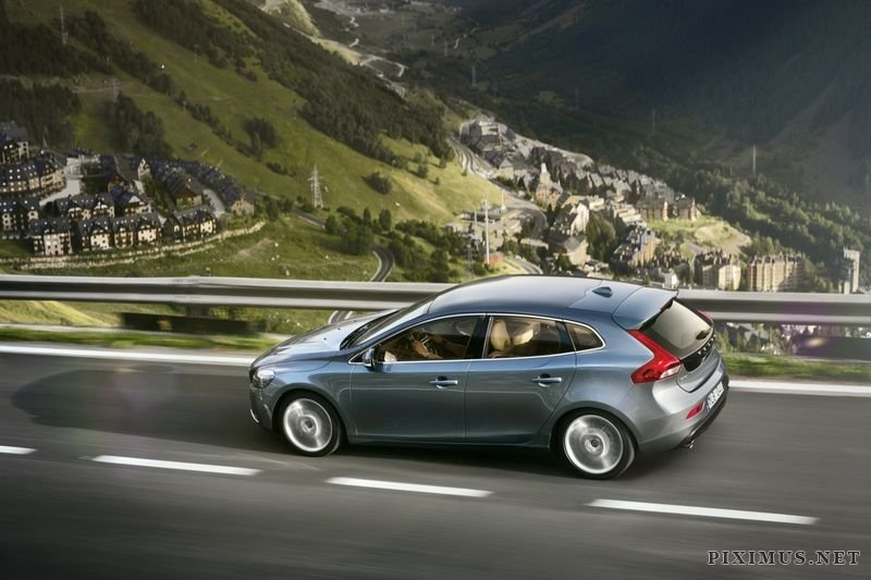 The first official pictures of the new Volvo V40
