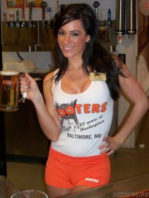 Hot Hooters Girl - Victoria Brown