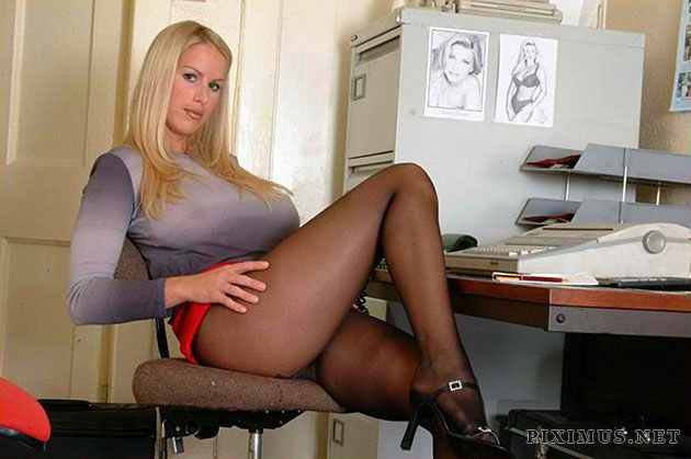 Hot Secretaries