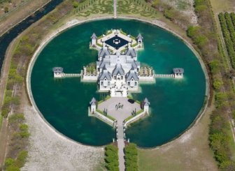 Amazing and strange mansion in Miami