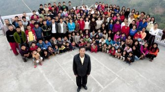39 Wives, 94 Children and 33 Grandchildren