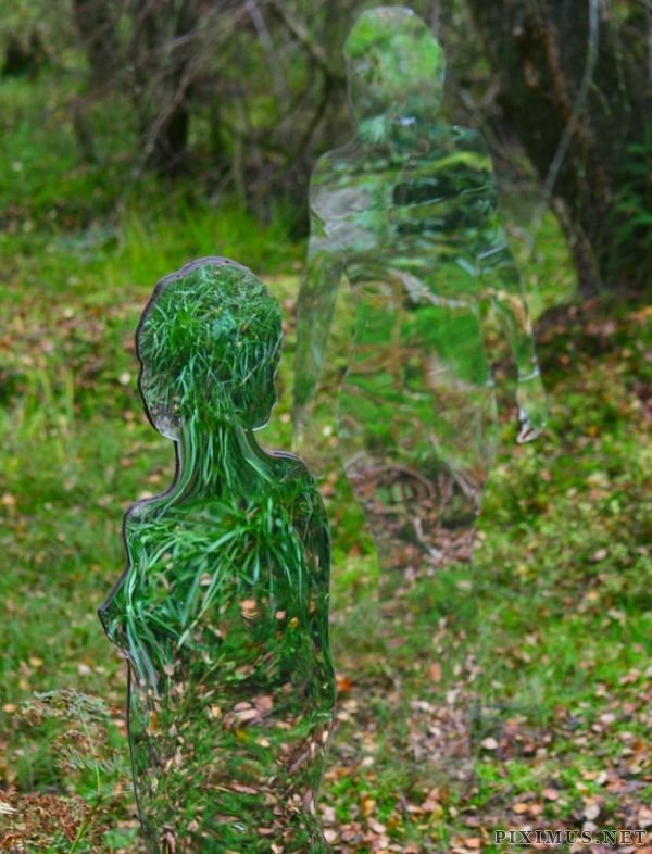 Acrylic Glass Statues Scare Tourists