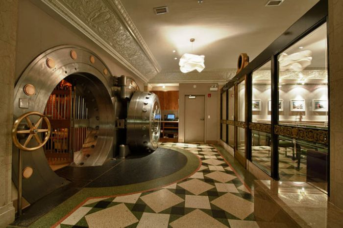 Chicago Supper Club Inside A 1920s Bank With Vip Vault