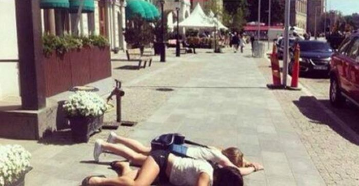 justin-bieber-fans-literally-kiss-the-gr