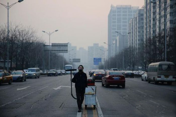 Meet The Man That Spent 100 Days Collecting Smog