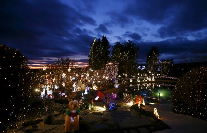 This Is What Over Half A Million Christmas Lights Look Like