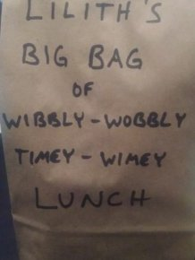 Awesome Mom Leaves Epic Messages On Her Daughter's Lunch Bag