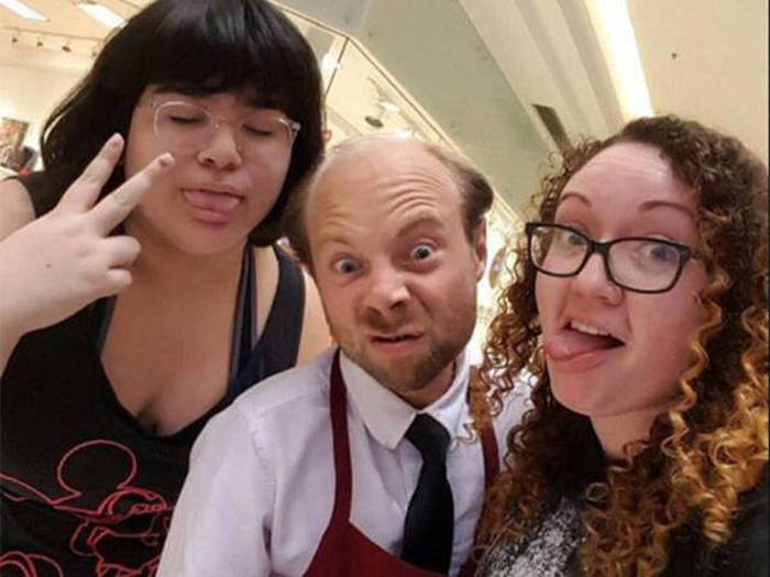 Beans From Even Stevens Now Works As Santa's Helper At A Mall