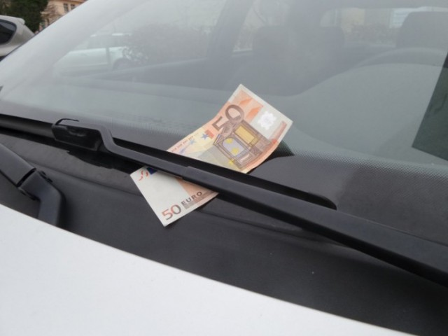 Why You Shouldn't Grab That $100 Bill On Your Windshield