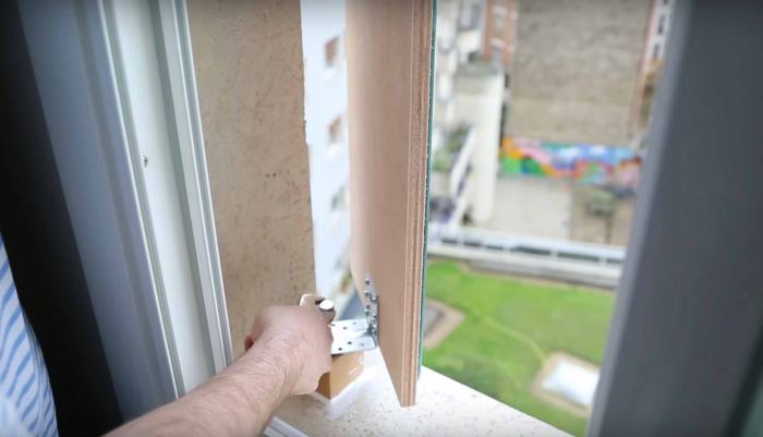 A Homemade Periscope Allows This Man To See The Eiffel Tower From His Bed