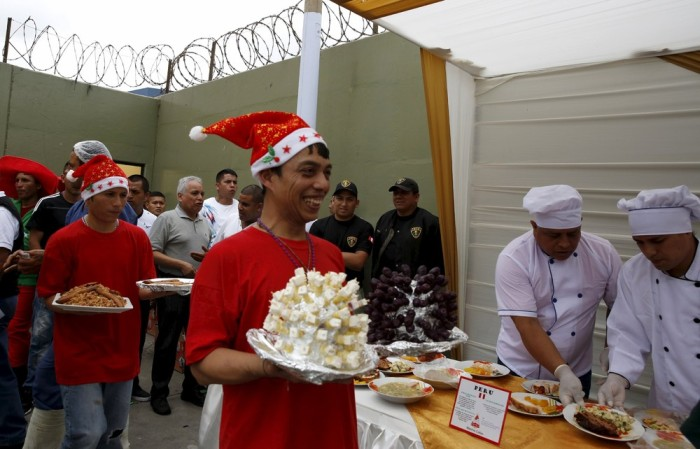 Inmates Celebrate Christmas In A Peruvian Prison Others
