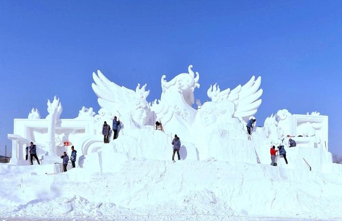 China's Winter Festival Lights Up The Night Sky