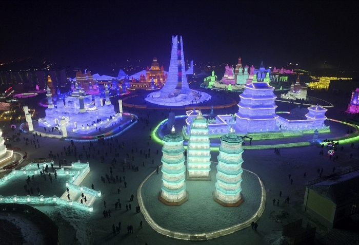 China's Winter Festival Lights Up The Night Sky