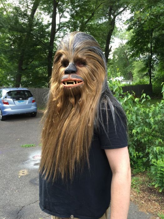 Fan Builds His Own Lifelike Chewbacca Costume From Star Wars