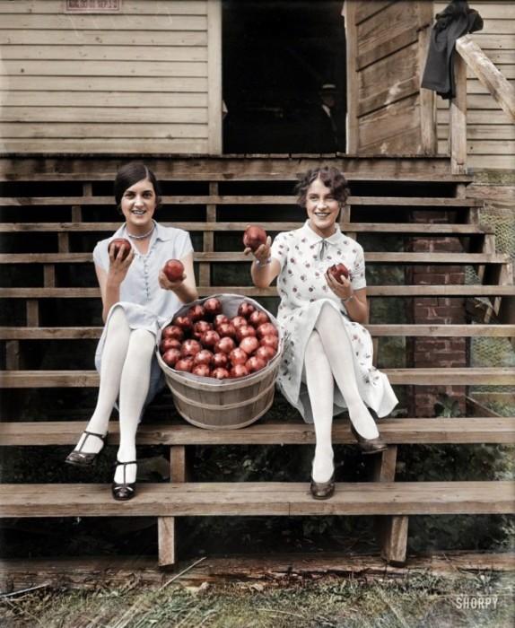 Vintage Photos Get A Full Color Makeover