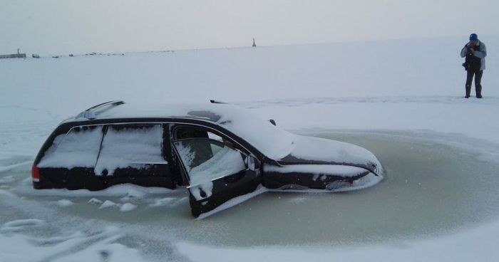 Car Crashes Through Ice And Gets Frozen In The Water | Vehicles
