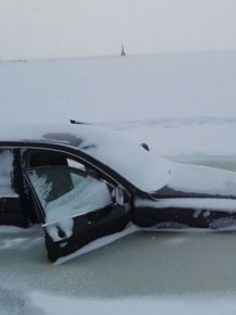 Car Crashes Through Ice And Gets Frozen In The Water