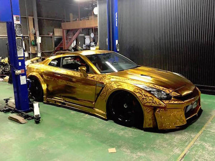 Car Paint Job >> The Paint Job On This Gold Car Is Absolutely Insane Vehicles