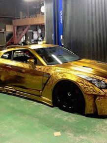 The Paint Job On This Gold Car Is Absolutely Insane
