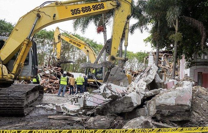 Couple Decides To Tear Down Pablo Escobar's Florida Mansion