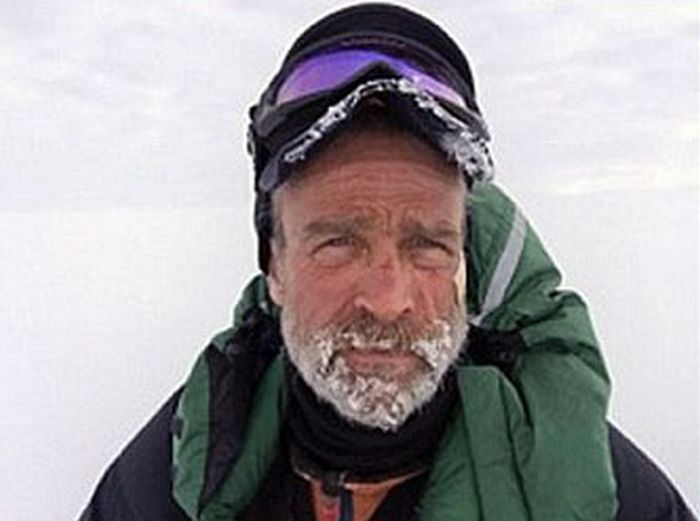 Man Takes Inspirational Selfies While Exploring Antarctica