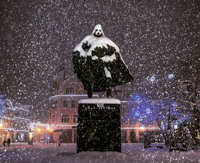 On Snowy Days This Polish Statue Transforms Into Darth Vader
