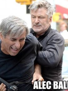 Celebrities Who Showed No Fear While Fighting The Paparazzi