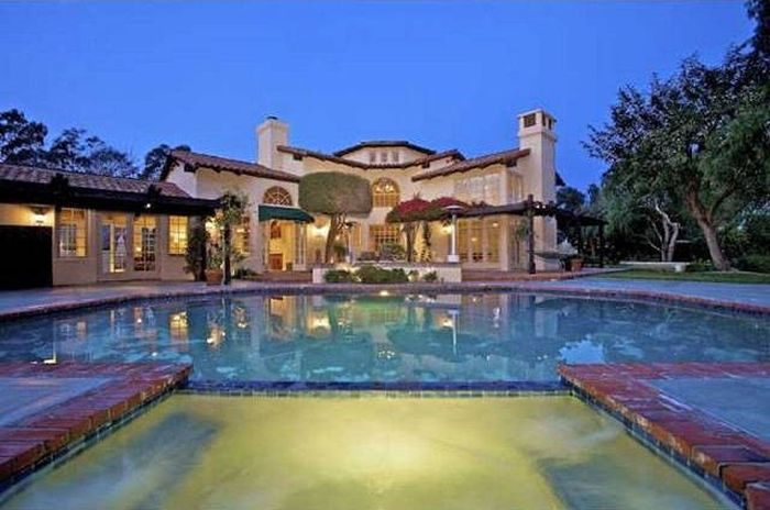 A Look At The Luxurious Mansions NFL Players Call Home
