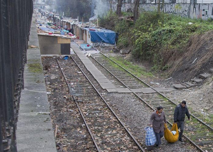 Gypsies Have Created A Village Built Out Of Rubbish In Paris