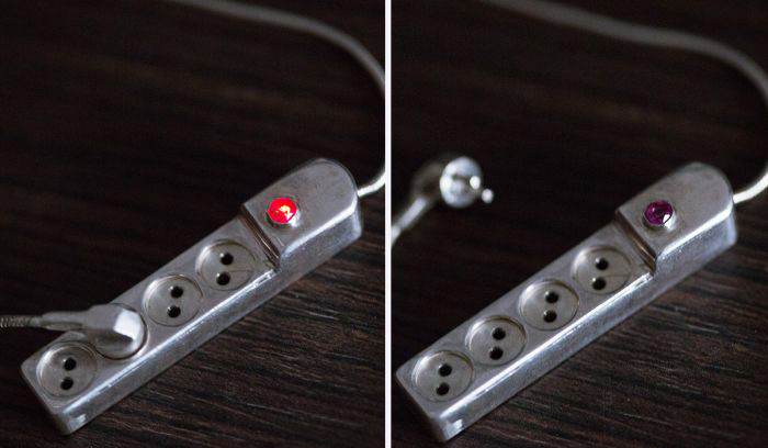 Man Creates An Unusual Pendant For His Wife