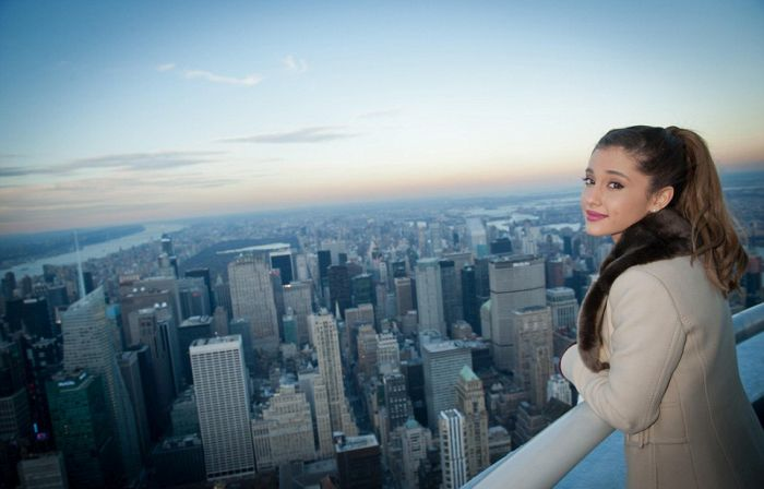 Ariana Grande And Taylor Swift Take Pictures On This Secret New York City Deck