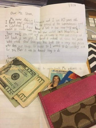 Little Boy Gives Girl A Sweet Note When Returning Her Lost Wallet
