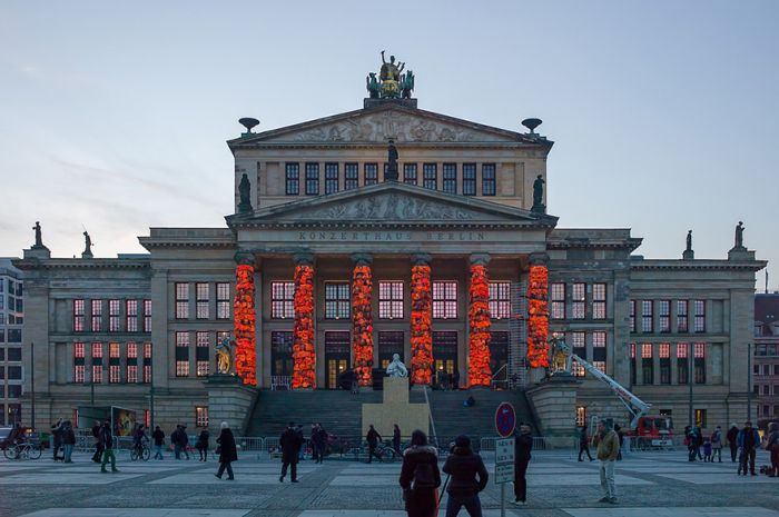 Berlin's Konzerthaus Covered With 14,000 Refugee Life Jackets