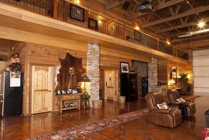Texas Man Turns His Barn Into An Immaculate Bachelor Pad