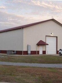 Texas Man Turns His Barn Into An Immaculate Bachelor Pad